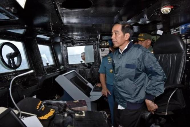 Tổng thống Indonesia Joko Widodo đến thị sát quần đảo Natuna trên Biển Đông. Ảnh: Washington Post.
