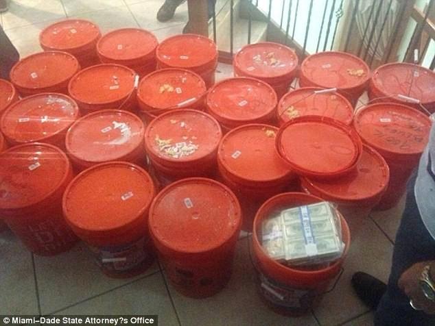 Mỹ bắt cặp đôi anh em buôn ma túy cất giấu 24 triệu USD trong các thùng nhựa ảnh 6