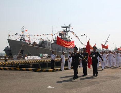 Tàu săn ngầm Petya trong Hải quân Việt Nam.