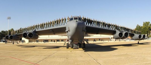 Oanh tạc cơ B-52.