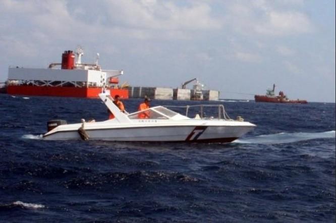 Thuyền máy M8 của Lực lượng tuần duyên Đài Loan triển khai bất hợp pháp ở đảo Ba Bình, Việt Nam. Ảnh: UDN.