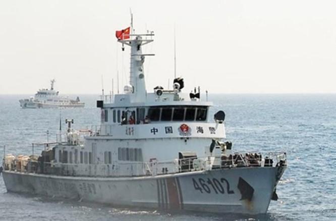 Tàu cảnh sát biển số hiệu 46102 nghi đâm chìm tàu cá QNg 90497TS của ngư dân tỉnh Quảng Ngãi, Việt Nam.