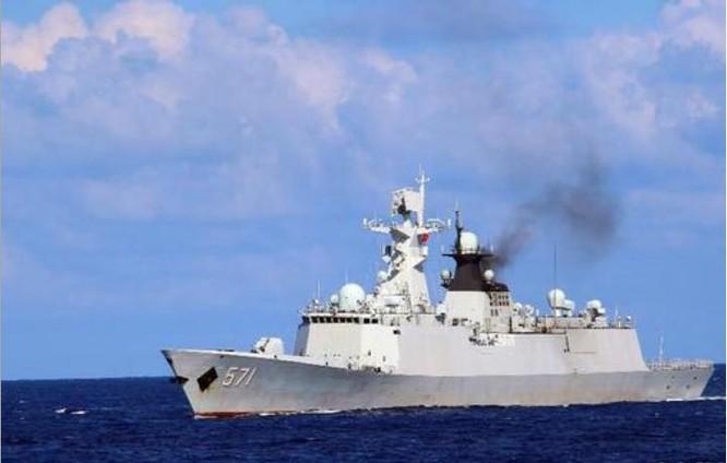 Tàu hộ vệ tên lửa Vận Thành Type 054A tham gia tập trận. Ảnh: Sina.