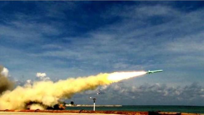 Lực lượng tên lửa phòng thủ bờ biển tham gia tập trận. Ảnh: Sina.
