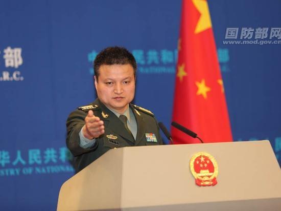 """Người phát ngôn Bộ Quốc phòng Trung Quốc Dương Vũ Quân nói: """"Bất kể kết quả trọng tài thế nào, Quân đội Trung Quốc sẽ kiên định bảo vệ chủ quyền, an ninh và quyền lợi biển quốc gia, kiên quyết bảo vệ hòa bình, ổn định khu vực, ứng phó mọi mối đe dọa, thách thức""""."""