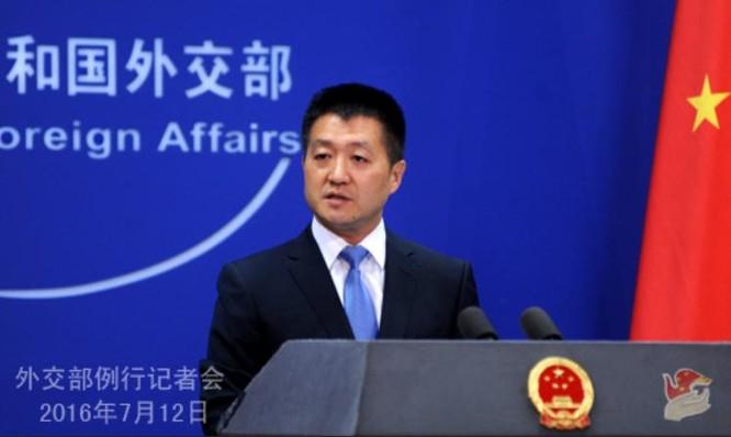 Lục Khảng - người phát ngôn Bộ Ngoại giao Trung Quốc.