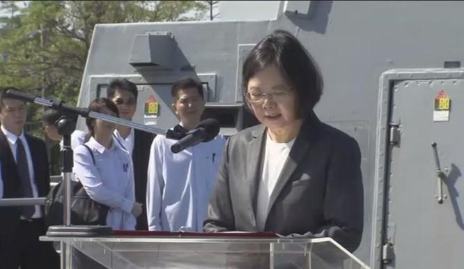 Tổng thống Đài Loan, bà Thái Anh Văn thăm tàu tuần phòng Địch Hóa lớp Khải Định, Hải quân Đài Loan.