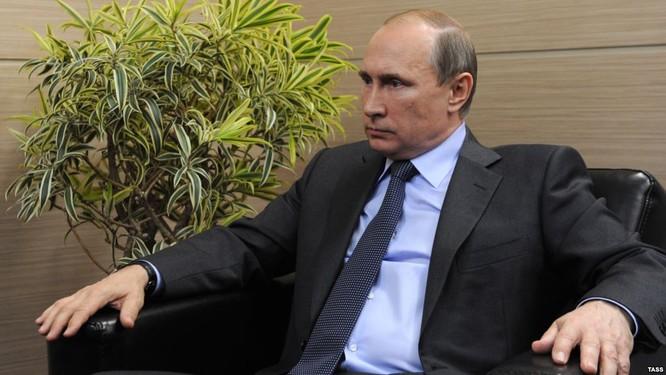 Nga có quan hệ tốt đẹp, truyền thống, chiến lược với Việt Nam nhưng cũng có quan hệ hopự tác cần thiết với Trung Quốc trong giai đoạn bị phương Tây cấm vận hiện nay (ảnh minh họa: Tổng thống Nga Putin)
