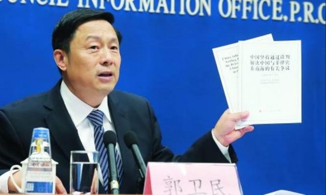 Quách Vệ Dân, phát ngôn viên Văn phòng Thông tin Quốc vụ viện Trung Quốc cũng có mặt tại cuộc họp báo.