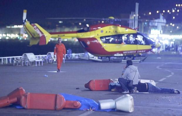 Hiện trường vụ khủng bố đẫm máu dịp Quốc khánh Pháp - ẢNH ảnh 2
