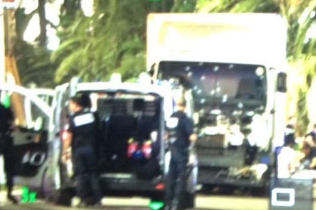 Hiện trường vụ khủng bố đẫm máu dịp Quốc khánh Pháp - ẢNH ảnh 3
