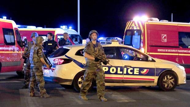 Hiện trường vụ khủng bố đẫm máu dịp Quốc khánh Pháp - ẢNH ảnh 4