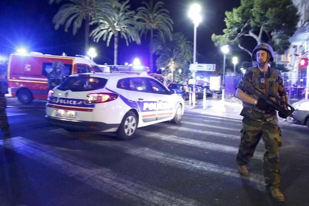 Hiện trường vụ khủng bố đẫm máu dịp Quốc khánh Pháp - ẢNH ảnh 5