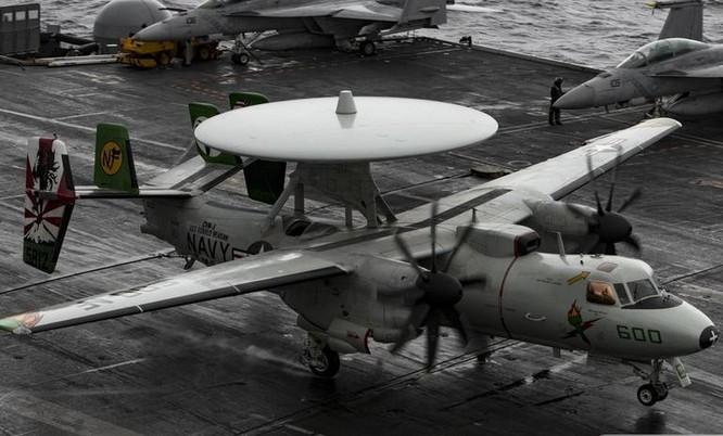 Tàu sân bay USS Ronald Reagan Hải quân Mỹ tiến hành huấn luyện cất hạ cánh máy bay trên Biển Đông.