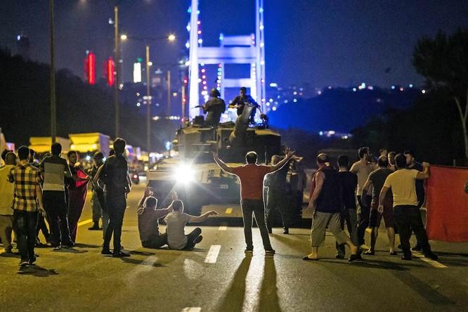 Đảo chính ở Thổ Nhĩ Kỳ: Tất cả các mạng xã hội đều bị chặn, sơ bộ những diễn biến chính mới nhất ảnh 1