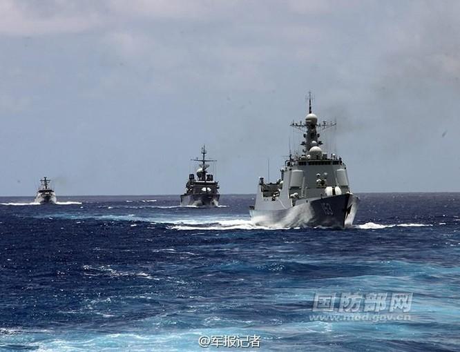 Biên đội tàu chiến Trung Quốc và tàu chiến nước ngoài trong ngày thứ hai của cuộc diễn tập Vành đai Thái Bình Dương-2016. Ảnh: Trang tin Bộ Quốc phòng Trung Quốc và Thời báo Hoàn Cầu.