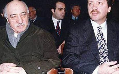 Tổng thống Erdogan (bên trái) và Giáo sỹ Fethullah Gulen từng là đồng minh của nhau trong quá khứ.