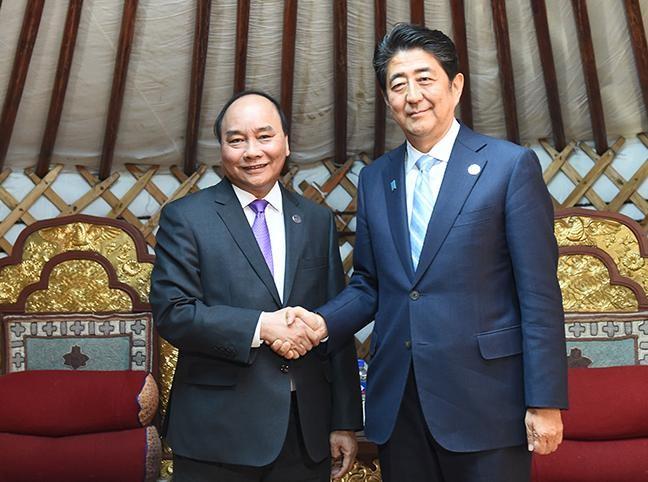 Ngày 15/7/2016, Thủ tướng Chính phủ Việt Nam Nguyễn Xuân Phúc gặp gỡ Thủ tướng Nhật Bản Shinzo Abe bên lề Hội nghị Cấp cao ASEM.