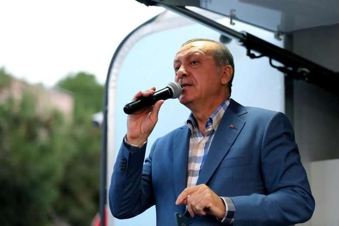 Tổng thống Erdogan đang gia sức tiến hành các hoạt động bắt bớ, điều tra và trấn áp những người đã tham gia, có dính dáng đến đảo chính.
