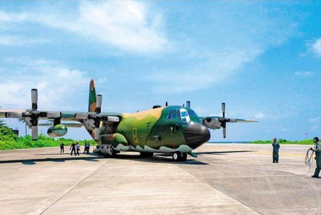 Máy bay vận tải C-130 Không quân Đài Loan triển khai phi pháp ở đảo Ba Bình. Ảnh: Thời báo Tự do Đài Loan.
