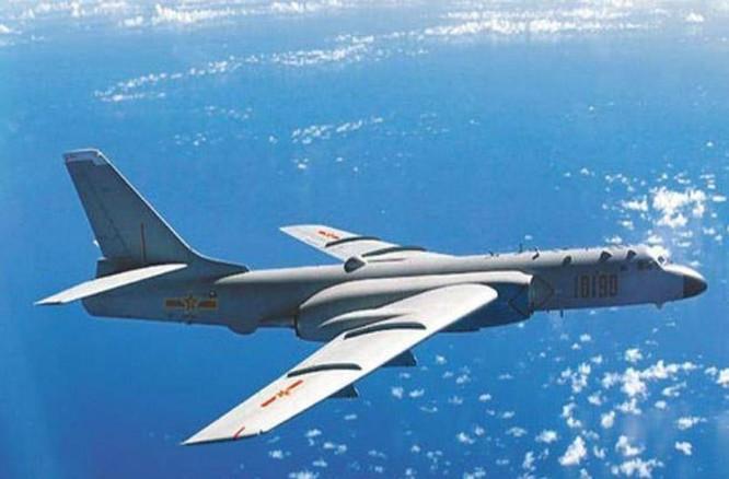 Máy bay ném bom H-6K Trung Quốc tiến hành
