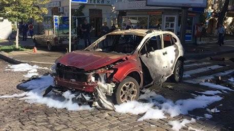 Chiếc xe do nhà báo Pavel Sheremet điều khiển bị đặt bom, cháy hoàn toàn sau khi nổ.
