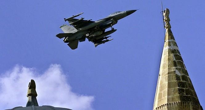 Máy bay chiến đấu F-16.