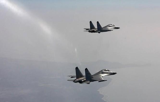 Từ ngày 19 đến ngày 21/7/2016, một sư đoàn không quân Hạm đội Nam Hải, Hải quân Trung Quốc tiến hành tập trận bắn đạn thật trên Biển Đông. Ảnh: Tân Hoa xã/Chinanews.