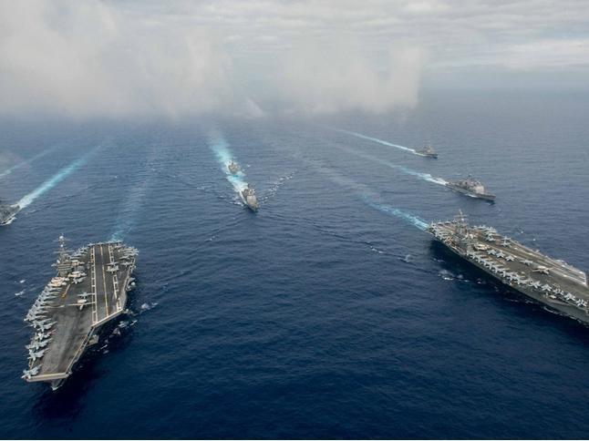 Hai cụm tấn công tàu sân bay USS John C. Stennis và USS Ronald Reagan phô diễn sức mạnh trên Biển Đông. Ảnh: Đa Chiều, Mỹ.