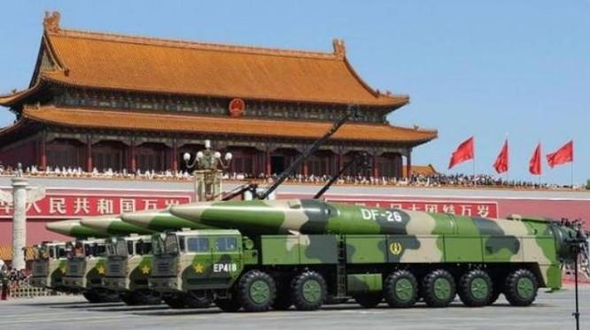 Tên lửa đạn đạo Đông Phong-26 được Trung Quốc khoe trong Lễ duyệt binh ngày 3/9/2015. Ảnh: Tin tức Tham khảo, Trung Quốc.