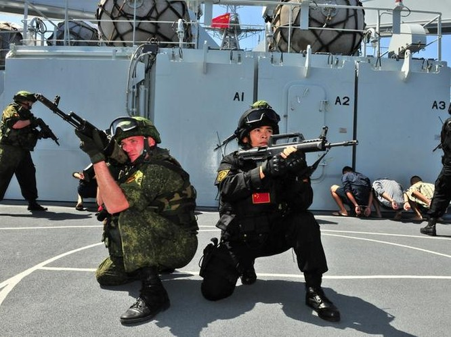 Hải quân Trung Quốc và Nga tiến hành tập trận chung. Ảnh: Đa Chiều.