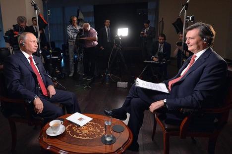 Tổng thống Nga Putin trả lời phỏng vấn của Bloomberg ngày 2/9 (Ảnh Ria).