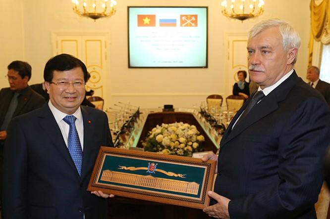 Cuộc hội đàm giữa Thống đốc St. Petersburg Georgy Poltavchenko và Phó Thủ tướng Việt Nam Trịnh Đình Dũng.