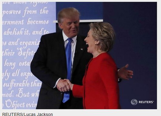Kết thúc màn tranh luận hai ứng viên bắt tay nhau trong trạng thái vui vẻ ở bề ngoài