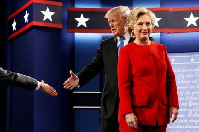 """""""Đấu khẩu"""" giữa Hillary Clinton và Donald Trump: Cơ hội làm Tổng thống Mỹ của ông Trump đã giảm ảnh 16"""