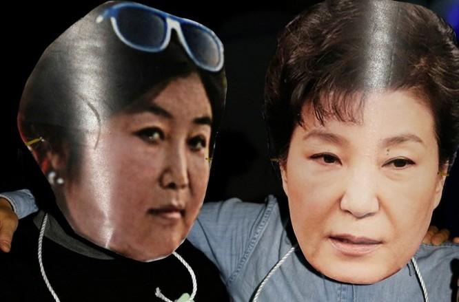 Biểu tình phản đối quan hệ thân quen giữa bà Choi Soon Sil và Tổng thống Hàn Quốc.