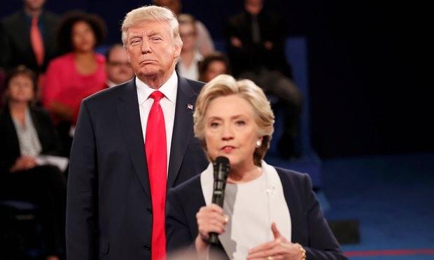 """Donald Trump cũng """"dính đòn"""" nặng của FBI, chưa chắc đã lung lay nổi Hillary Clinton ảnh 1"""
