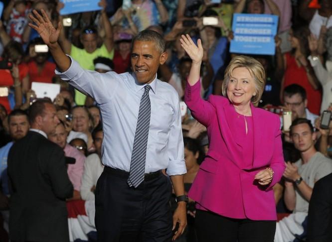 Ông Obama và bà Hillary ở Philadelphia.