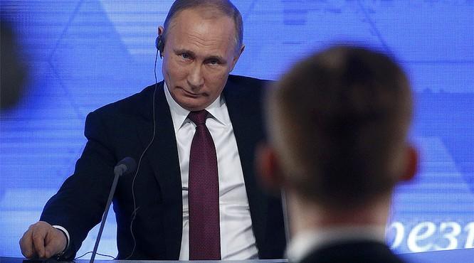 Ông Putin trả lời các câu hỏi của cánh báo chí trong nước, quốc tế (ảnh RT)