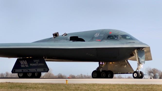 Tàng hình cơ chiến lược B-2.