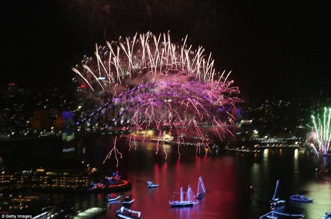 Toàn cảnh thế giới đón năm mới 2017 với không khí tươi vui và pháo hoa rực rỡ ảnh 6