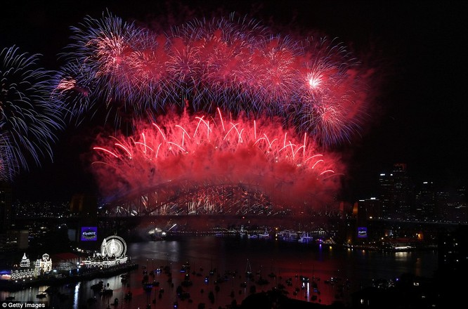 Toàn cảnh thế giới đón năm mới 2017 với không khí tươi vui và pháo hoa rực rỡ ảnh 7