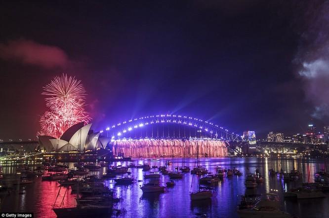 Toàn cảnh thế giới đón năm mới 2017 với không khí tươi vui và pháo hoa rực rỡ ảnh 8