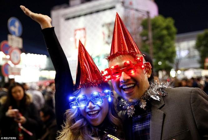 Toàn cảnh thế giới đón năm mới 2017 với không khí tươi vui và pháo hoa rực rỡ ảnh 26