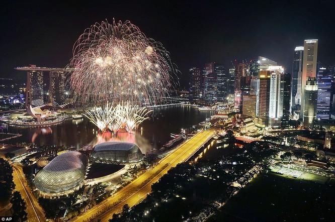 Toàn cảnh thế giới đón năm mới 2017 với không khí tươi vui và pháo hoa rực rỡ ảnh 23