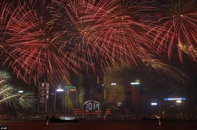 Toàn cảnh thế giới đón năm mới 2017 với không khí tươi vui và pháo hoa rực rỡ ảnh 33