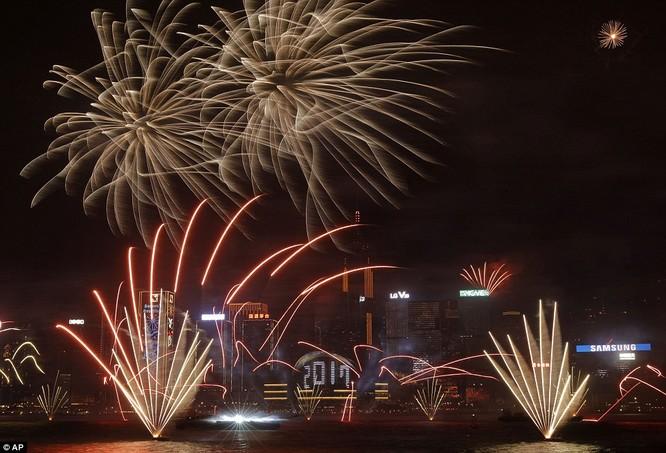 Toàn cảnh thế giới đón năm mới 2017 với không khí tươi vui và pháo hoa rực rỡ ảnh 31