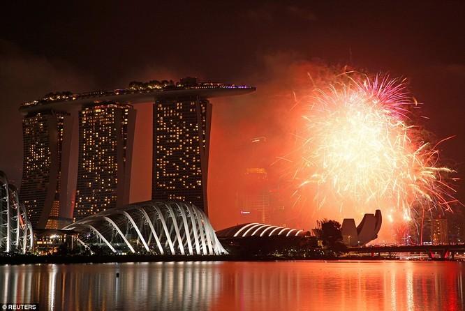 Toàn cảnh thế giới đón năm mới 2017 với không khí tươi vui và pháo hoa rực rỡ ảnh 22