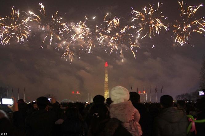 Toàn cảnh thế giới đón năm mới 2017 với không khí tươi vui và pháo hoa rực rỡ ảnh 12