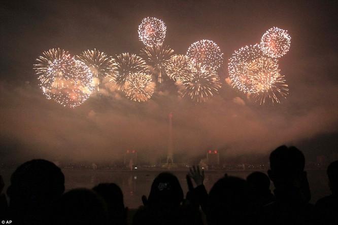Toàn cảnh thế giới đón năm mới 2017 với không khí tươi vui và pháo hoa rực rỡ ảnh 14